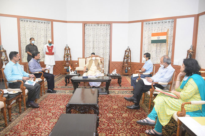 Dr Abhay Wagh, Director Technical Education , Shri Santosh Kumar Principal Secretary, Governor Secretariat and Shri Rajiv Jalota ACS HTED , Govt of Maharashtra attending to the views expressed by Hon Governor during meeting on NEP2020 at Rajbhavan on 27/8/2020
